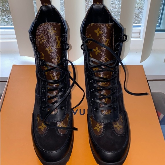 LV Laureate Desert Boots